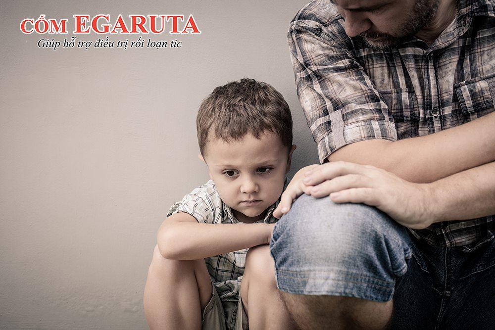 Rối loạn tic không được kiểm soát tốt có thể trở nên trầm trọng gây ảnh hưởng đến sức khỏe, tâm lý của trẻ